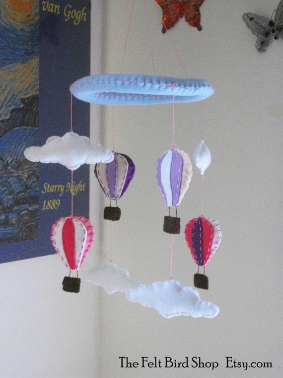 Giostrina con Mongolfiere e Nuvole di feltro. di TheFeltBirdShop