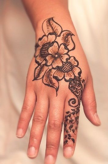 Best Mehndi Flower : Amazing pakistani mehndi designs