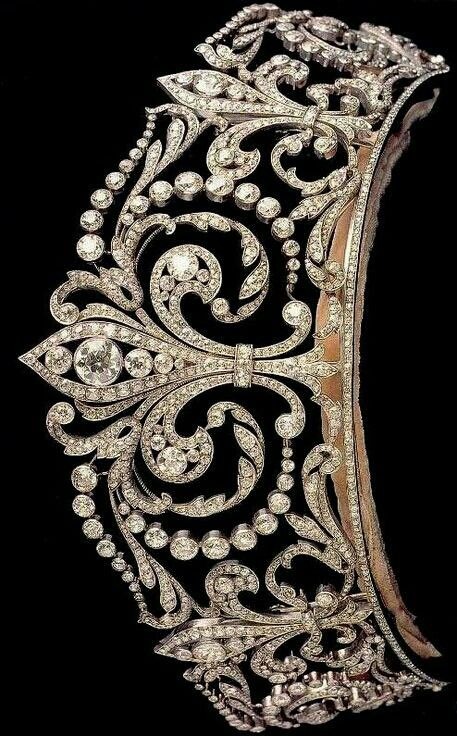 Fleur de Lys Tiara with diamonds set in platinummade by Ansorena in 1906 and features the symbol of the House of Bourbon.