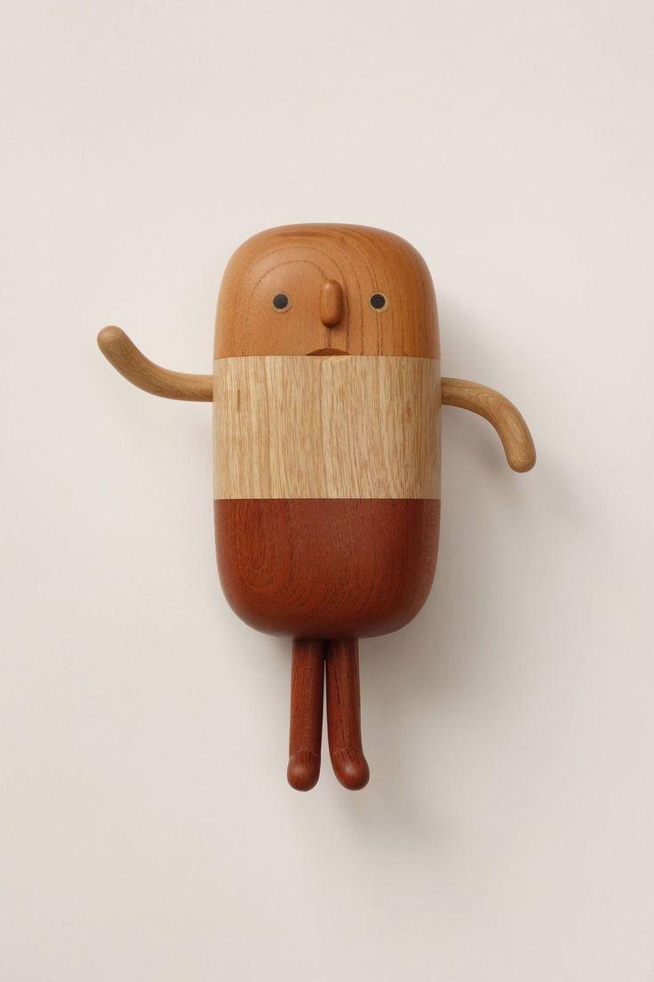 Charming wood folk by Taiwan based artist Yan Ruilin.