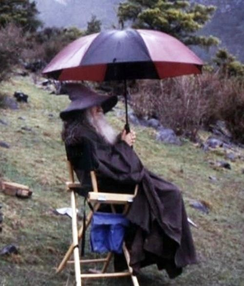 And Gandalf would've been much more comfortable with an umbrella:   34 Behind The Scenes Photos That Will Change The Way You Look At Classic Movies