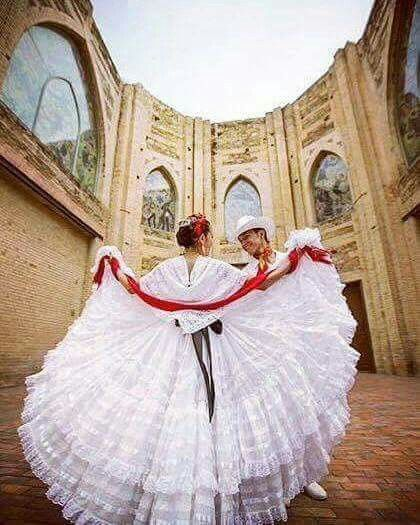 Stunning Veracruz Folklorico Dancers