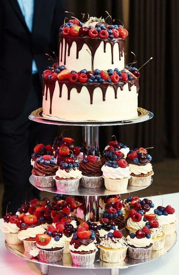 Drip Strawberry Chocolate Hochzeitstorte und Cupcakes #Hochzeiten #cakes #weddingca