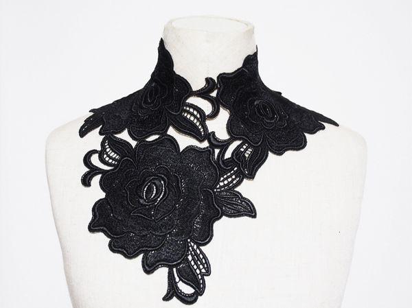大きな薔薇のモチーフを贅沢に使用した、豪華なチョーカーです。リボンでの着脱なので、ブラウスの襟元等に飾れば簡単にゴージャスさをプラスして頂けます。商品サイズ:首周り30cm(リボンで調節可能です。)商…