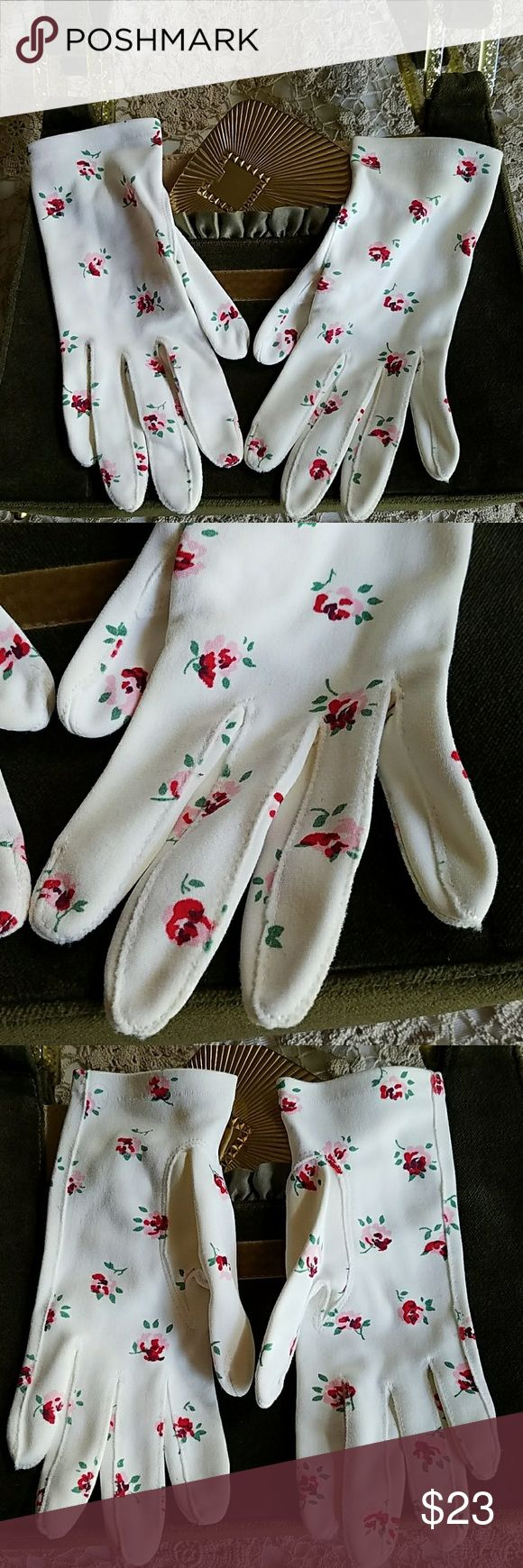 """🐩Vintage🐩 """"Crescendo"""" Floral gloves 🌸Pristine White gloves with tiny pale pink and fuschia flowers, they are detailed with little green stems.  Gloves are a size 6 1/2 and I believe Italian made, just beautiful! EUC Cresendo Accessories Gloves & Mittens"""