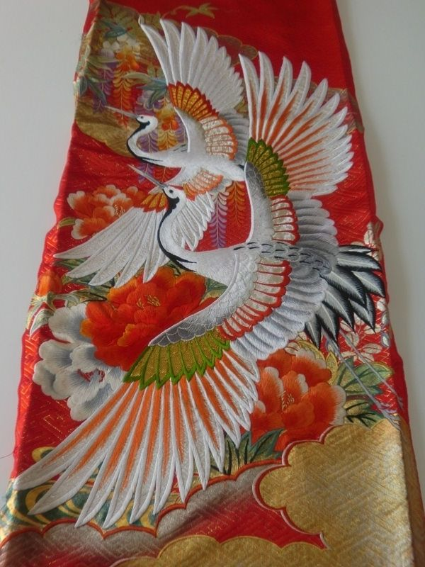 Two cranes, Japanese silk embroidery  ---------- #japan #japanese #kimono