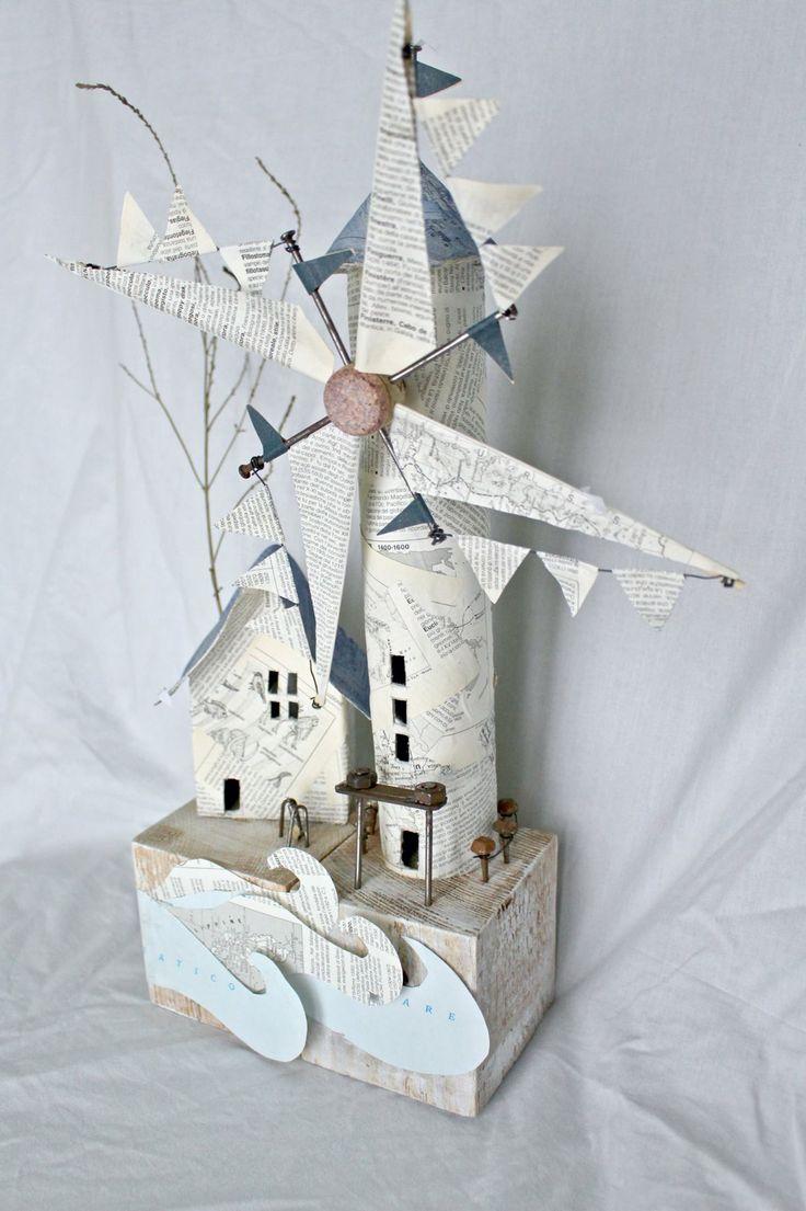 Mulino a vento, cartapesta, e riciclo oggetti vari  Monica Corghi art.