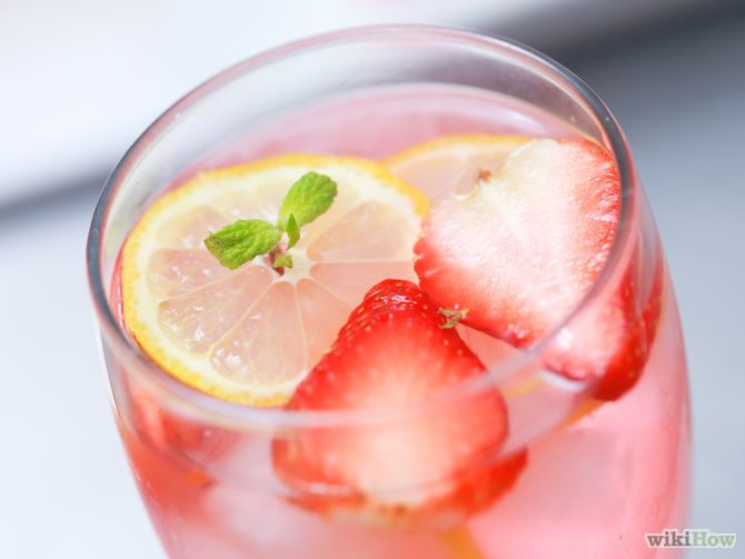 Aprende a hacer limonada rosa vía es.wikihow.com