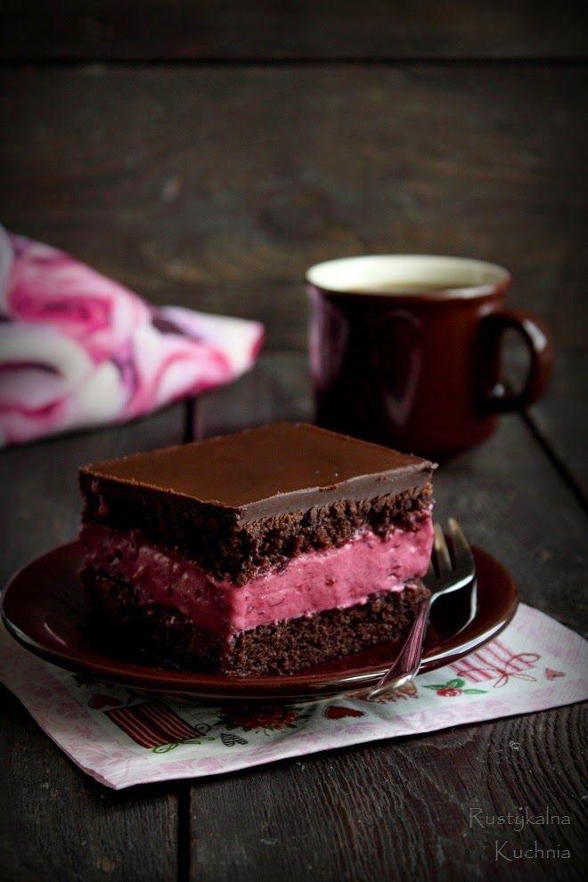 Black Currant Chocolate BarsLevel: Intermediate ✦✦ Recipe► http://rustykalnakuchnia.blogspot.be/2014/06/czekoladowo-porzeczkowe-ciasto.html
