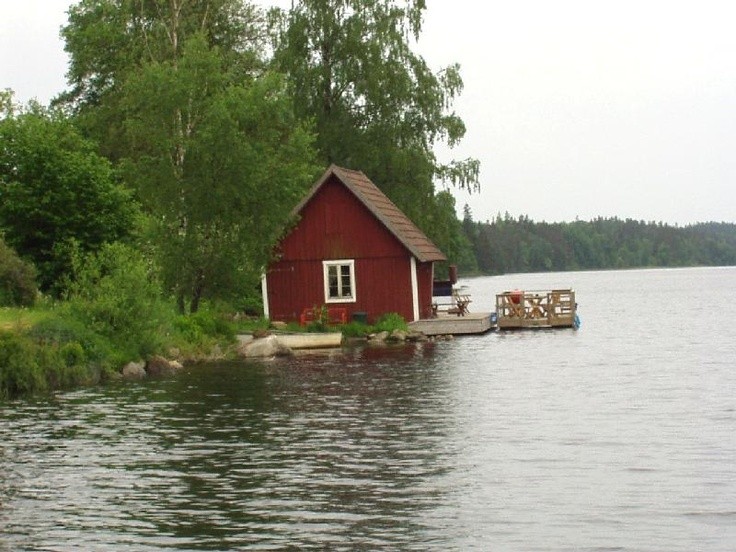 jeg drømmer om en ødegård ved vandet i Sverige