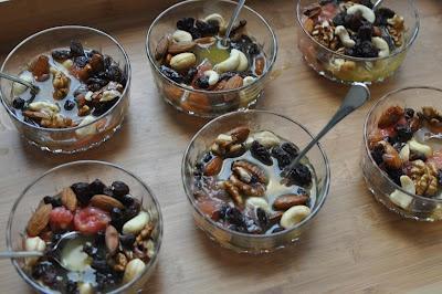 Salade de fruits secs et d'agrumes : http://geraldineencuisine.blogspot.com/2012/04/dessert-salade-de-fruits-secs-et.html