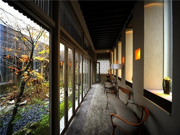 A zen-like enclosed courtyard garden in what may be the world's most expensive one bedroom apartment - $21.800,000 asking price, Tokyo  #patio  #luxury