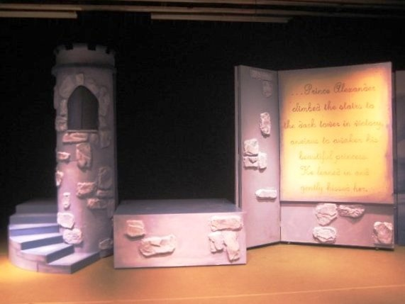 how to become a prop and set designer