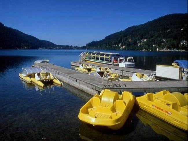 Het meer van Gerardmer: Wandeling langs de kust South Lake (© Jean Espirat) - France-Voyage.com