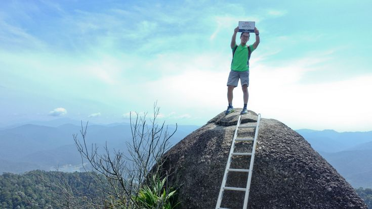 A half-day hike to the Buikit Kutu summit in KL, Malaysia. Views  over the Titiwangsa mountain range and Selangor Dam
