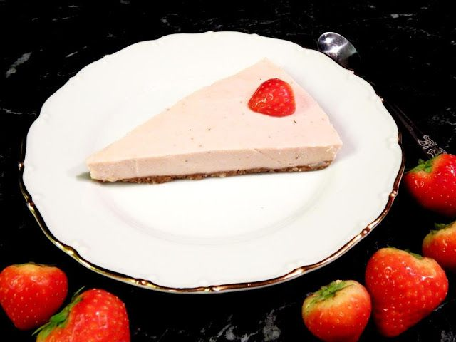 Jahodový raw cheesecake