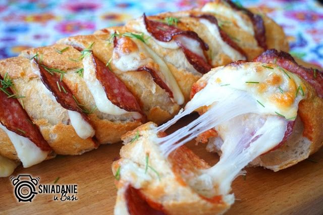 ...Pomysłowe i pyszne śniadania!: Bagietka faszerowana a'la pizza