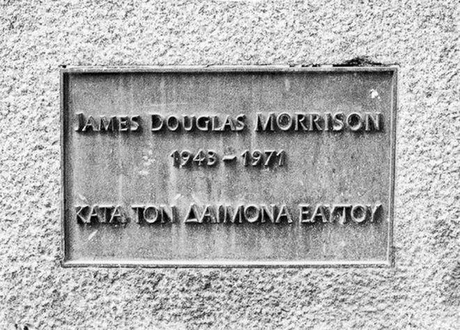 Μηχανή του Χρόνου: Η ελληνική επιγραφή στον τάφο του Τζιμ Μόρισον - NEWS247