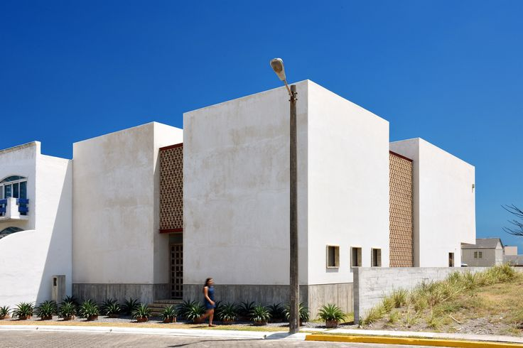 Casa Iguana: North Facade.