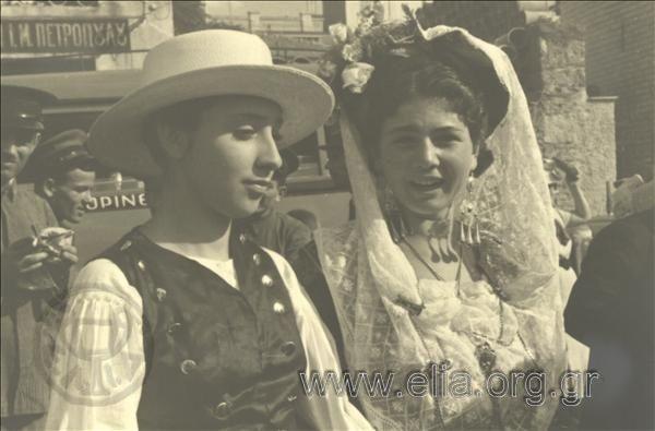 Εορτασμοί της 4ης Αυγούστου: γυναίκες με παραδοσιακές ενδυμασίες της Κέρκυρας. ΤόποςΑθήνα Χρονολογία1937 Αρχείο/ΣυλλογήΚΟΤΖΙΑΣ, ΚΩΣΤΑΣ