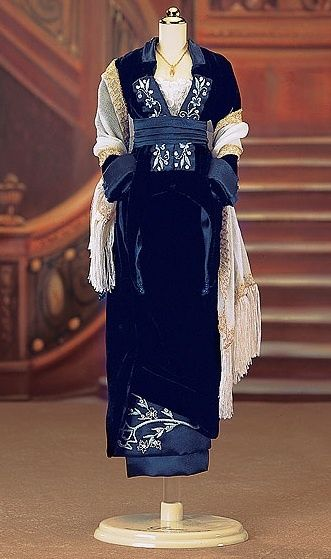 A dress worn by the protagnoist, Rose, from the titanic movie, TITANIC.   This is a day dress.
