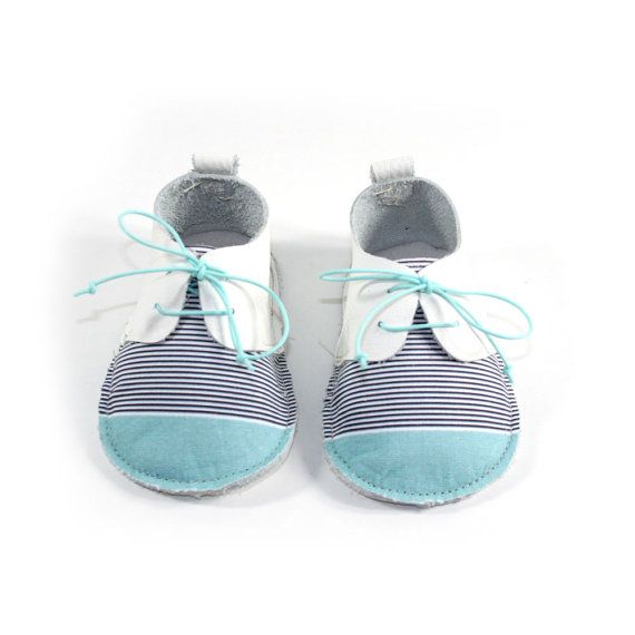 25€ Zapatos de primera andadura, perfectos para el gateo y sus primeros pasos. Son flexibles, ligeros, transpirables y muy cómodos. Diseñados con horma ancha, para una mayor libertad de movimiento de sus deditos, pie y tobillo. Babilukids. Castellón