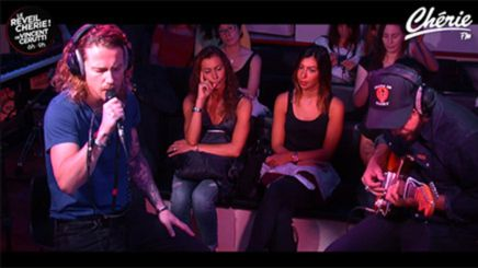 """Regarder le vidéo clip Julien Doré interprète """"Le Lac"""" en direct dans le Réveil Chérie - Julien Doré gratuitement sur Cherie FM.fr #radio #live #lelac #juliendore #cheriefm"""