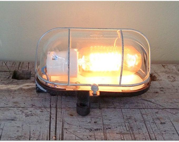 Upcycled industriële lamp, gemaakt van oude bank buiten lamp. Twisted jute doek snoer. Vintage. Verlichting. Handgemaakte. Ontwerp. Brocante.