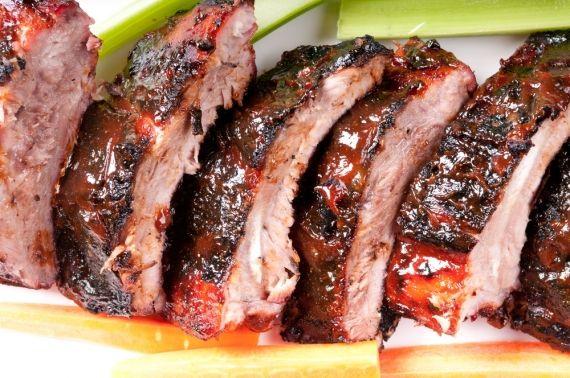 Amantes e profissionais assadores de carne celebram, em 30 de setembro, o Dia do Churrasqueiro. Veja 8 dicas do especialista para um churrasco perfeito! - Veja mais em: http://www.vilamulher.com.br/receitas/pratos-principais/8-dicas-do-especialista-para-um-churrasco-perfeito-642740.html?pinterest-mat