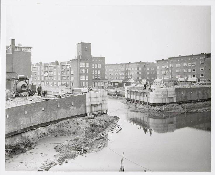 Brug Admiralengracht/Postjesweg in aanbouw. 1954 Fotograaf: Ben van Meerendonk