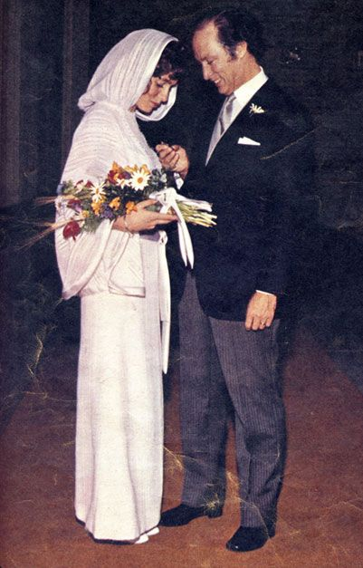 Margaret designed her dress for marriage to Prime Minister Pierre Trudeau. The ceremony was held in a Lynn Valley, North Vancouver church—caftan-style robe she had made herself in Vancouver. The hood of the floor length, white wool garment trimmed in white satin framed the bride's dark red curls, which were garlanded with daisies.