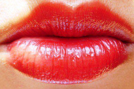 Sexo oral causa mais câncer de garganta que bebida e cigarro, diz estudo  mais info: http://www1.folha.uol.com.br/colunas/claudiacollucci/2013/06/1289901-sexo-oral-hpv-e-cancer.shtml e  http://drauziovarella.com.br/mulher-2/hpv-papilomavirus-humano/