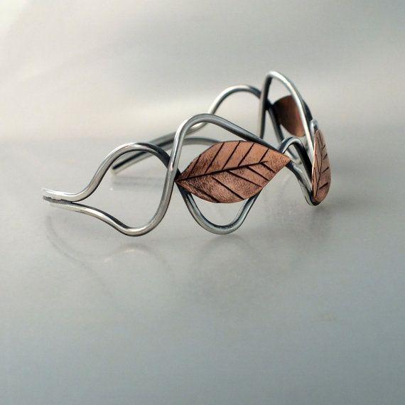 Gemengde metalen blad Manchet armband zilver door MetalworksJewelry