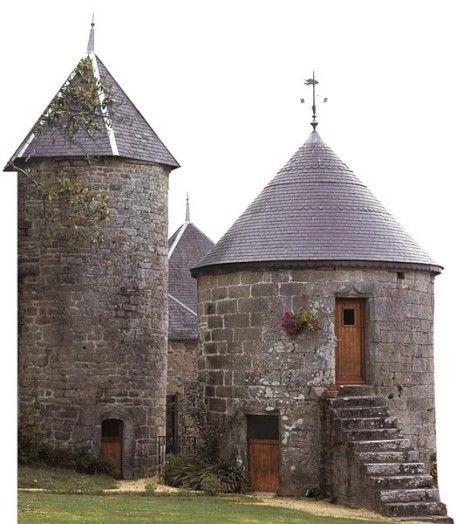 Tour d'angle et pigeonnier, Plonéour-Lanvern France