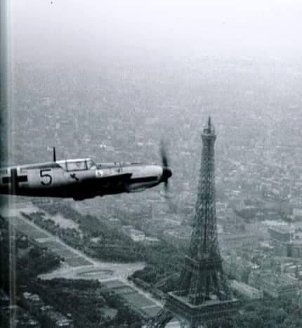 Bf 109 over Paris!