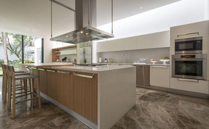 Proyecto Arquitectónico : C Cubica Arquitectos, Arq. Emilio Cabrero Cocina modelo Lignum et lapiz marca Arclinea  #cocinas #design #mexico #muebles #italianos #piacere