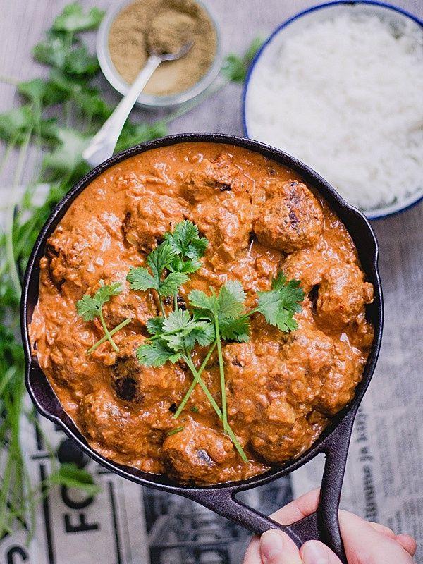 Soijarouheesta valmistetut vegekoftat mausteisessa ja pehmeässä currykastikkeessa - nam! Jouluruoka on ihan hyvää, mutta kun sitä vetä...