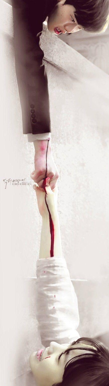 """Jae Hee: """"Por favor recuerdame"""" - suelta la mano de Hoon y cae al agua - Doctor Stranger"""