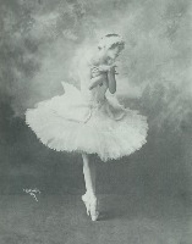 16 Famous Dancers You Need to Know: Anna Pavlova (1881-1931) A famous Russian ballet dancer, Anna Pavlova is best known for changing the ideals for ballet dancers, as she was small and thin, not the preferred body of a ballerina during her time. She is also credited for creating the modern pointe shoe.