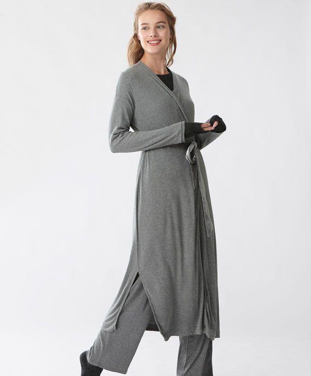 Vestaglia velour - Vestaglie - Tendenze moda donna AW 2016 su Oysho on-line : biancheria intima, lingerie, abbigliamento sportivo, scarpe, accessori e costumi da bagno. Spedizione gratuita a partire da 40 EUR e resi gratuiti.