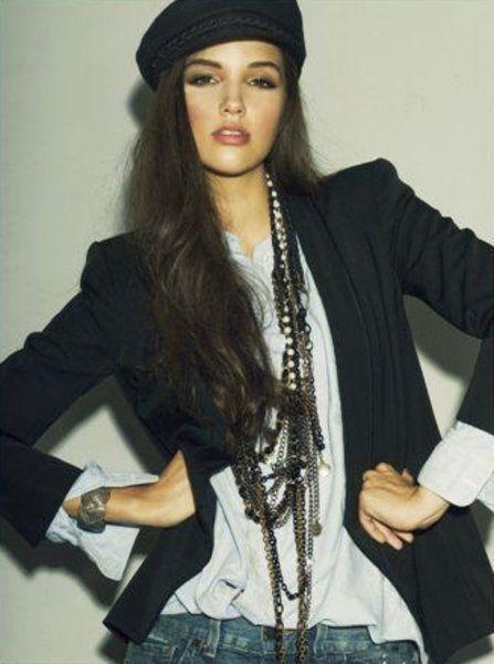 Mariah Watchman huippumalli Maailmalla ja aito Native Umatilla.Aloitti mallin uran jo 15.vuotiaana.Koripallo on toinen intohimo.
