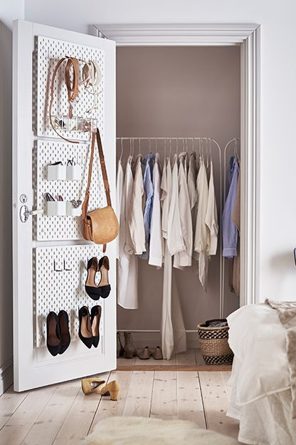 Pegboard: voor elke kamer te gebruiken | IKEA IKEAnl IKEAnederland inspiratie wooninspiratie interieur wooninterieur slaapkamer kledingkast SKÅDIS ophangbord borg ophangen opruimen accessiores