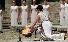 Risultati immagini per costumi greci spettacolo
