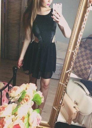 Kup mój przedmiot na #vintedpl http://www.vinted.pl/damska-odziez/krotkie-sukienki/16746992-czarna-sukienka-wyciecia-na-boku-edycja-limitowana-z-diamencikami-lipsy-london-must-have