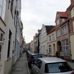 Foto zu Rosen-Gang - Lübeck, Schleswig-Holstein, Deutschland. Rosengang und andere alte Hofzugänge- im Bereich Rosenstraße und Hundestraße