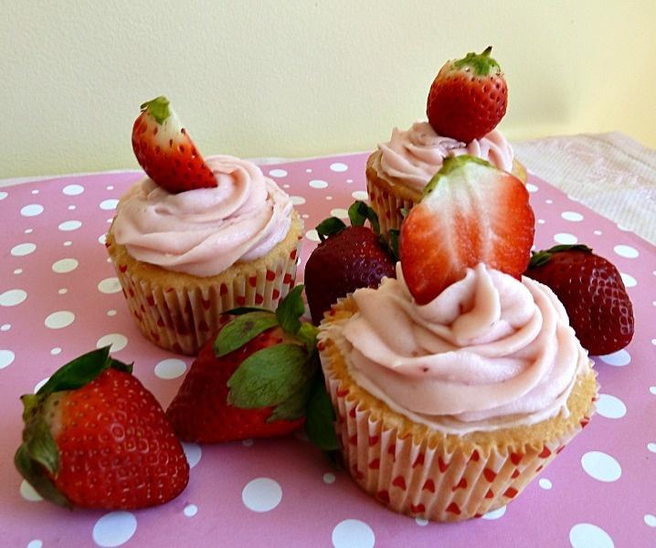 Strawberry Strawberry CupcakesYummy Desserts, Recipe, Yummy Food, Strawberries Cupcakes, Cups Cake, Strawberries Strawberries, Cooking, Strawberry Cupcakes, Cupcakes Rosa-Choqu