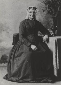 De vrouw is geboren in 1859. ca 1900 #Ameland