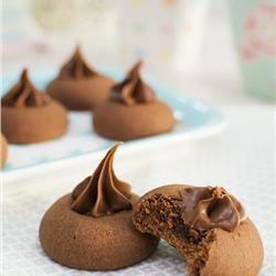 Λαχταριστά σοκολατένια μπισκότα με 3 υλικά!
