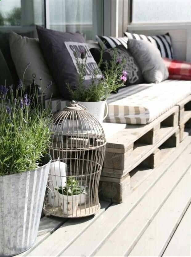 DIY Outdoor Pallets Sofa.