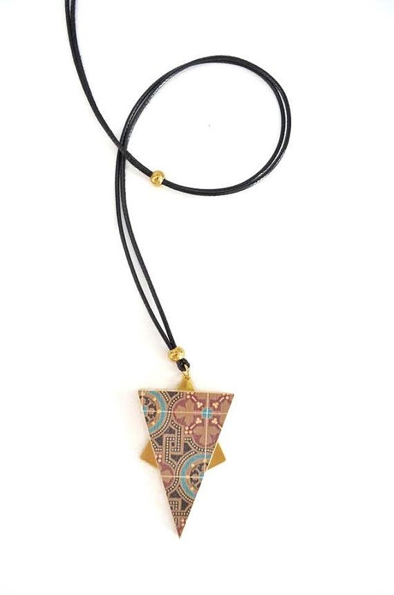 This necklace is part of the new PROPS collection! It is made of wood printed tiles , imitation of snake skin cord and gold plated elements. The